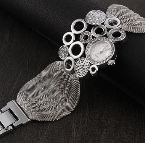 แฟชั่น นาฬิกาแบบสร้อยข้อมือ นาฬิกาข้อมือผู้หญิง สีเงิน แผงโซ่ สินค้านำเข้า no 308169