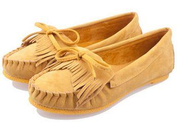 รองเท้าผู้หญิงหุ้มส้น แบบเรียบร้อย สำหรับใส่ทำงาน หรือ ใส่เที่ยว ตกแต่งเชือกผูกเป็นโบว์ด้านหน้า สีพื้น เย็บจับจีบ พื้นยาง สีเหลือง 971648
