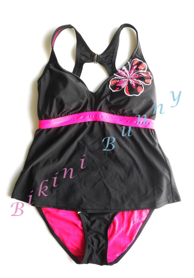Sale bk939 (Size L อก 35-36.5 นิ้ว, สะโพก 39-41 นิ้ว) ชุดว่ายน้ำสีดำตัดชมพูปักลายดอกชบา พร้อมส่ง Size L --> made for life