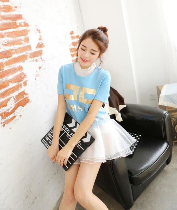 """size L """"พร้อมส่ง""""เสื้อผ้าแฟชั่นสไตล์เกาหลีราคาถูก set 2 ชิ้น ตัวในเป็นเดรสสีขาวแขนกุด คอแต่งลูกไม้ ติดกระดุมหลังคอ1เม็ด ซับในกระโปรง3ชั้น เอวจั๊ม +เสื้อแขนสั้น ซิปหลัง ด้านหน้าสกรีนFEMALIEสีทอง ชายเสื้อแต่งลูกไม้ -สีฟ้า"""