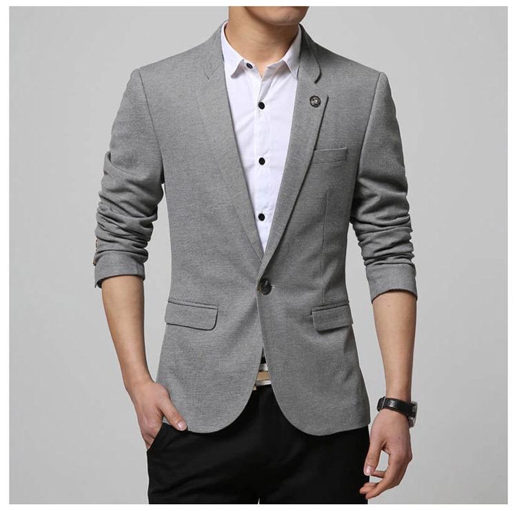 เสื้อสูทผู้ชาย สีเทา แต่งที่ปกเสื้อ แขนยาว กระเป๋าอกแต่งหลอก กระเป๋าข้างใช้งานได้จริง เนื้อผ้ายืดหยุ่นได้ดี ใส่สบาย ใส่เป็นสูททำงาน สูทออกงาน หรือสูทลำลองได้ค่ะ