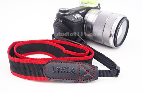 Lynca Camera Strap รุ่น LA-404 สายคล้องกล้อง คุณภาพดี สีแดงดำ จาก Lynca