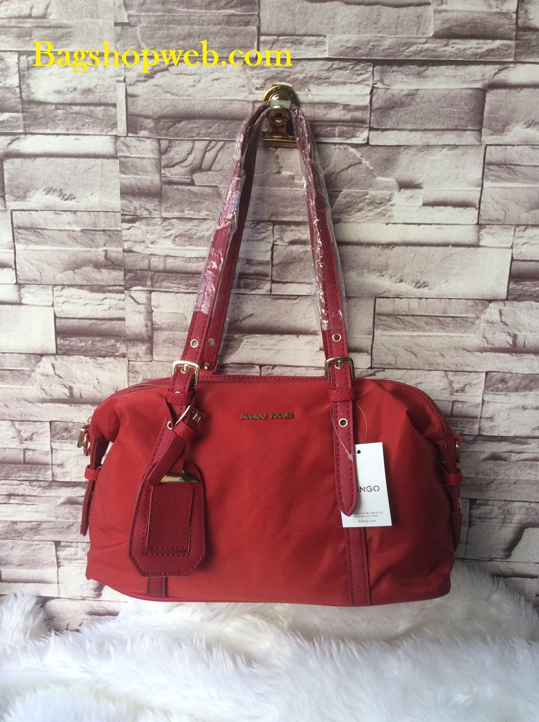 กระเป๋า MANGO NYLON HANDBAG สีแดง กระเป๋าผ้าไนล่อนเนื้อดีและหนา ทรงหมอน มาพร้อมสายสะพายยาว