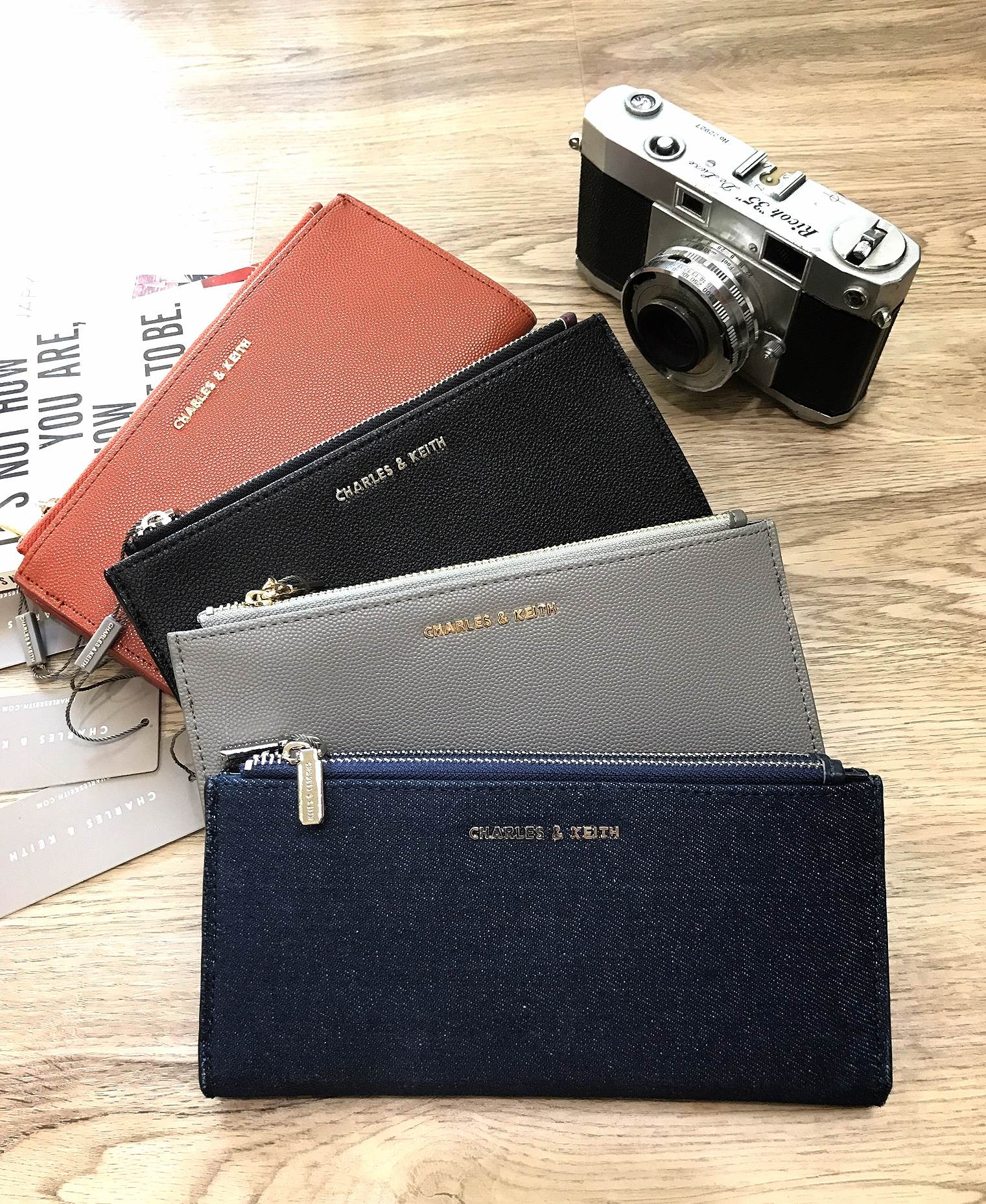 CHARLES & KEITH Zips Wallet 2018 free ถุงผ้า