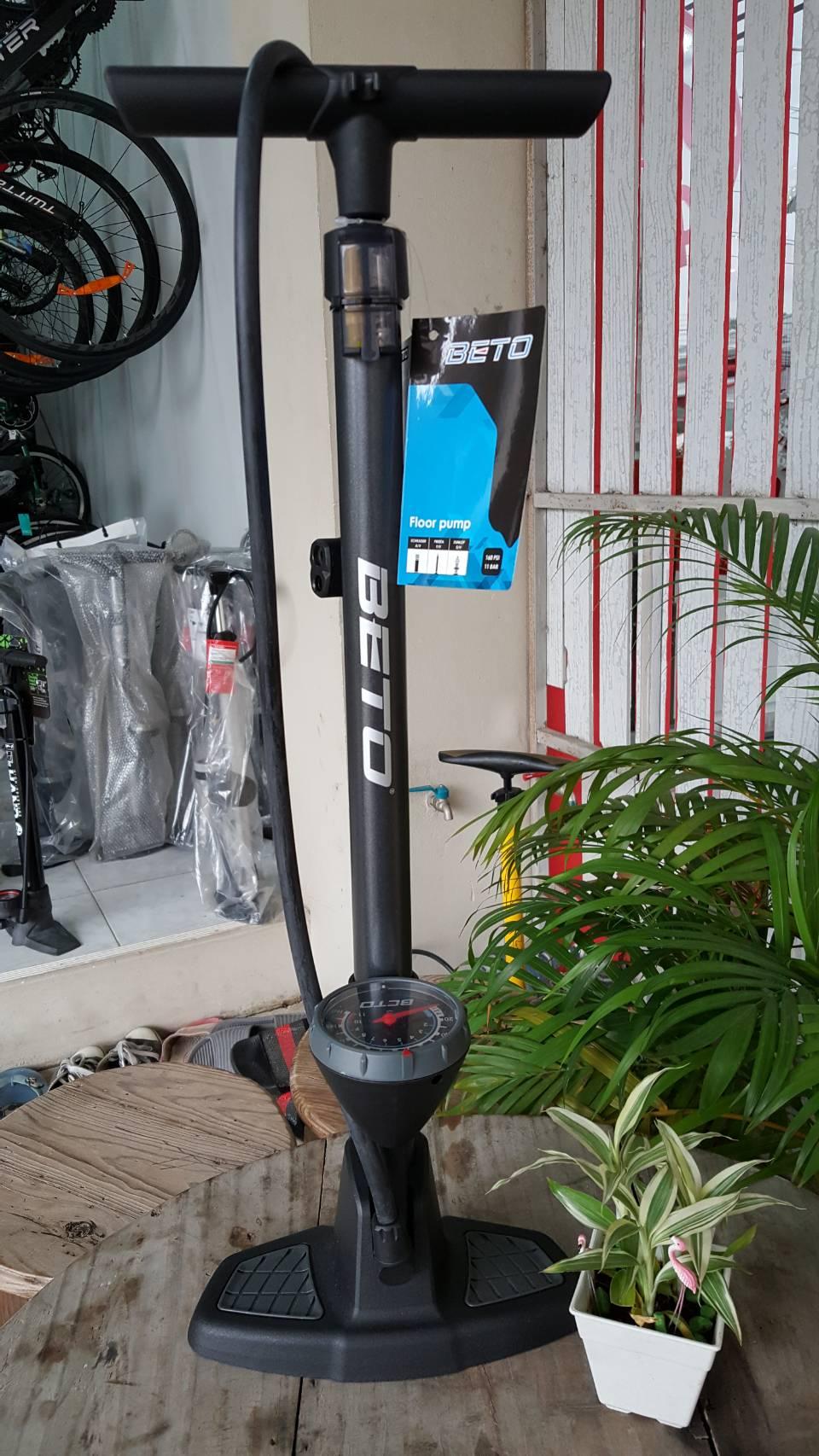 สูบลมตั้งพื้น ยี่ห้อ Beto สีเทา แบบมีเกจจ์วัด Max 160 psi หัวสูบแบบ 2 หัวสำหรับจุ๊ฟเล็กและจุ๊ฟใหญ่