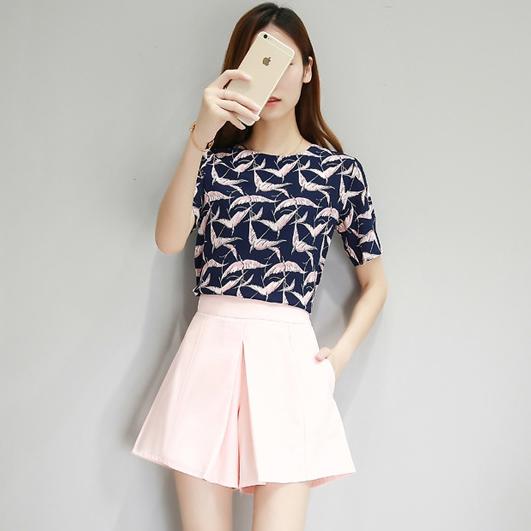 ชุดเซต 2 ชิ้น เสื้อชีฟองสีกรมลายนก + กางเกงกระโปรงขาสั้นสีชมพูโอรส ราคาถูก