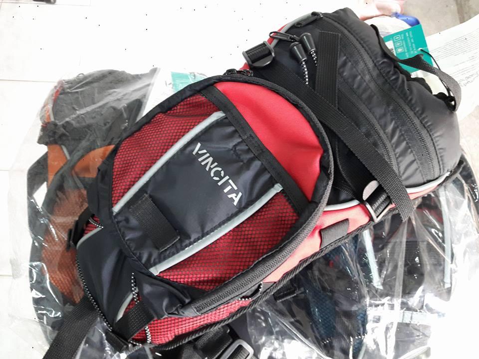 กระเป๋าเป้ใส่น้ำ Vincita บรรจุ 1.5 ลิตร พร้อมช่องใส่อุปกรณ์ต่าง