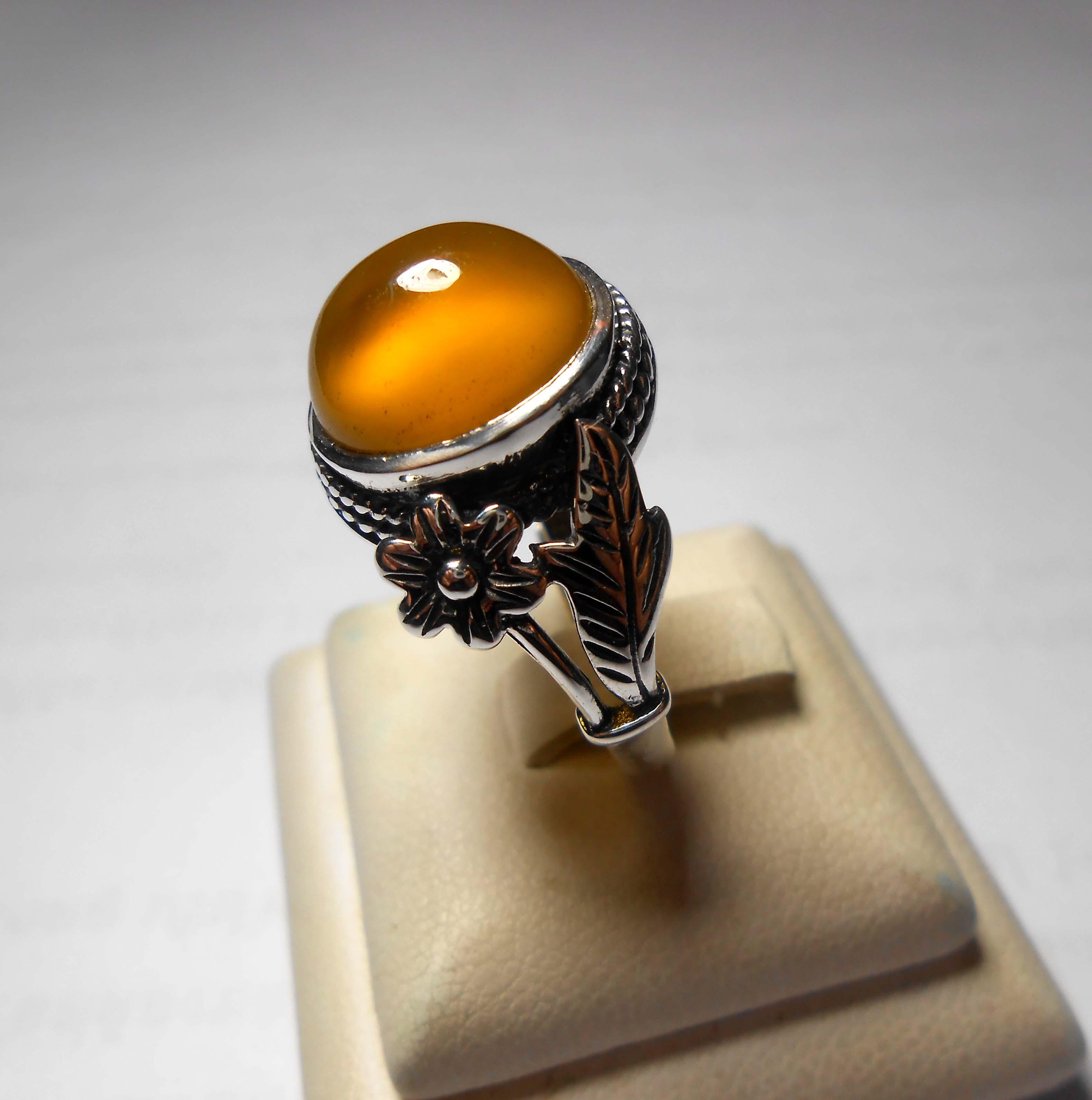 แหวน แก้ววิตูลสีน้ำผึ้ง แก้วโป่งข่ามแห่งโชคลาภ