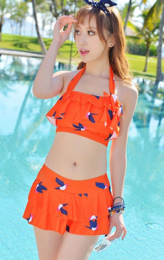 ชุดว่ายน้ำแฟชั่นพร้อมส่ง :ชุดว่ายน้ำทูพีชสีส้มแต่งลายนกแบบเก๋สายคล้องคอ มีกางเกงด้านในน่ารักมากๆจ้า:รอบอก30-38นิ้ว เอว24-30นิ้ว สะโพก30-38นิ้วจ้า