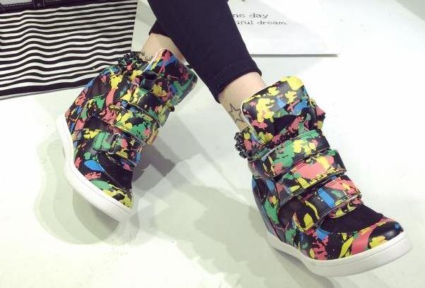 รองเท้าผ้าใบหุ้มข้อส้นสูงแฟชั่น
