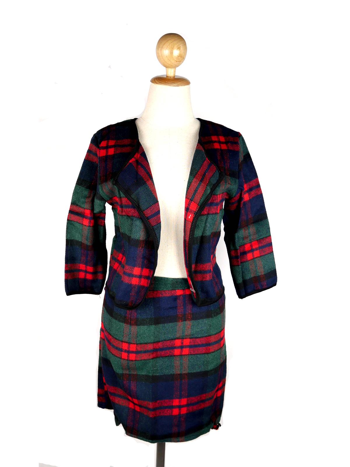 ชุด 2 ชิ้น เสื้อคลุม+กระโปรง ผ้าขนสัตว์ลายสก๊อตสีเขียว