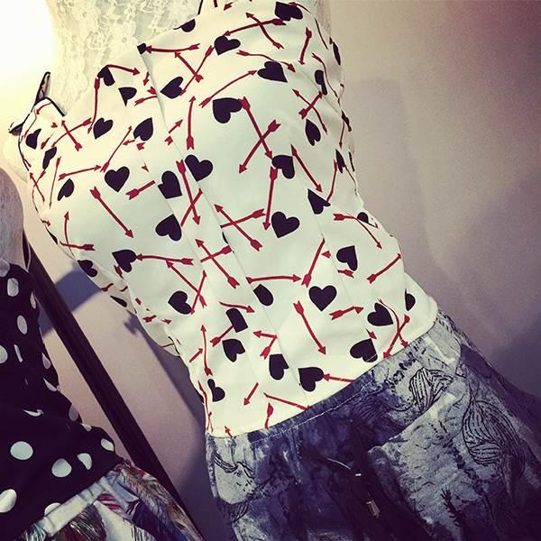 (SALE) เสื้อแฟชั่น แต่งซิปหลัง รูปหัวใจ เสื้อสีขาว