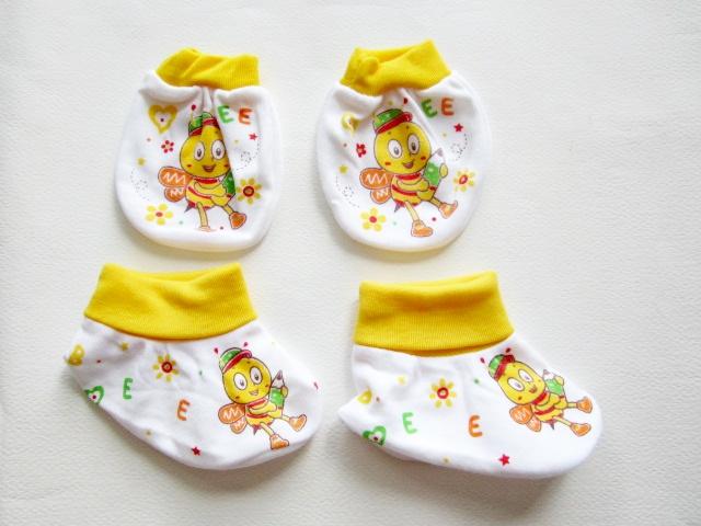 เซตถุงมือ+ ถุงเท้า (ลายเปลี่ยนตามรอบการผลิต)