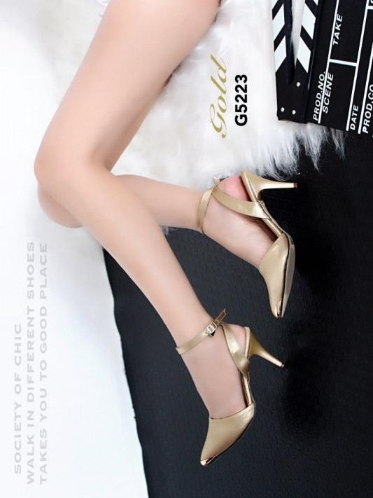 รองเท้าส้นสูงรัดส้น หัวแหลม ผ้าซาติน (สีทอง )