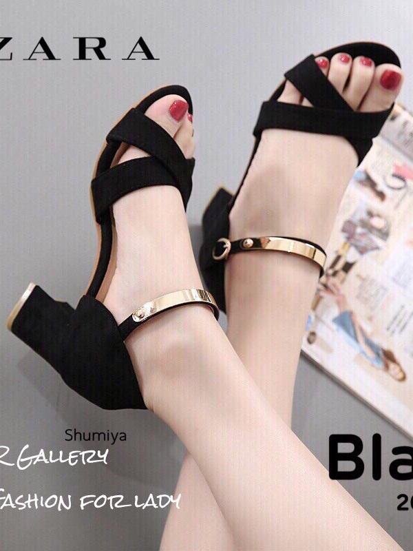 รองเท้าส้นตันรัดข้อสีดำ หนังกลับ แต่งสายรัดเมทัลลิค (สีดำ )