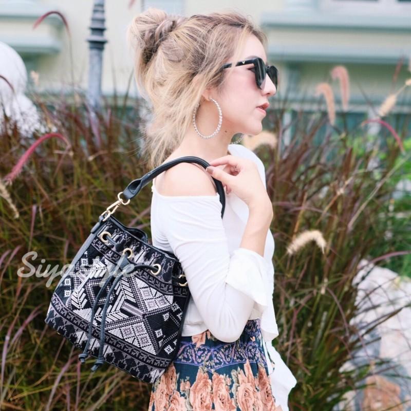 กระเป๋าสะพายแฟชั่น กระเป๋าสะพายข้างผู้หญิง วินเทจ(ขนมจีบลายปัก) [สีดำ]