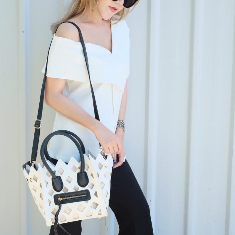 กระเป๋าสะพายแฟชั่น กระเป๋าสะพายข้างผู้หญิง Celine Pyramid [สีขาว]