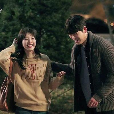 เสื้อแจ็คเก็ตเกาหลี โนอึล Uncontrollably Fond พิมพ์ลาย LONELY มี2สี