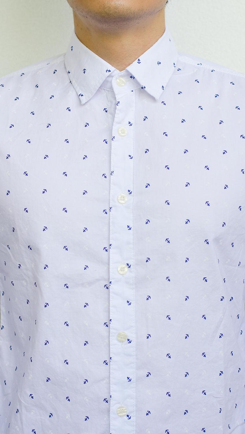 เสื้อเชิ้ต สีขาว ลายสมอ