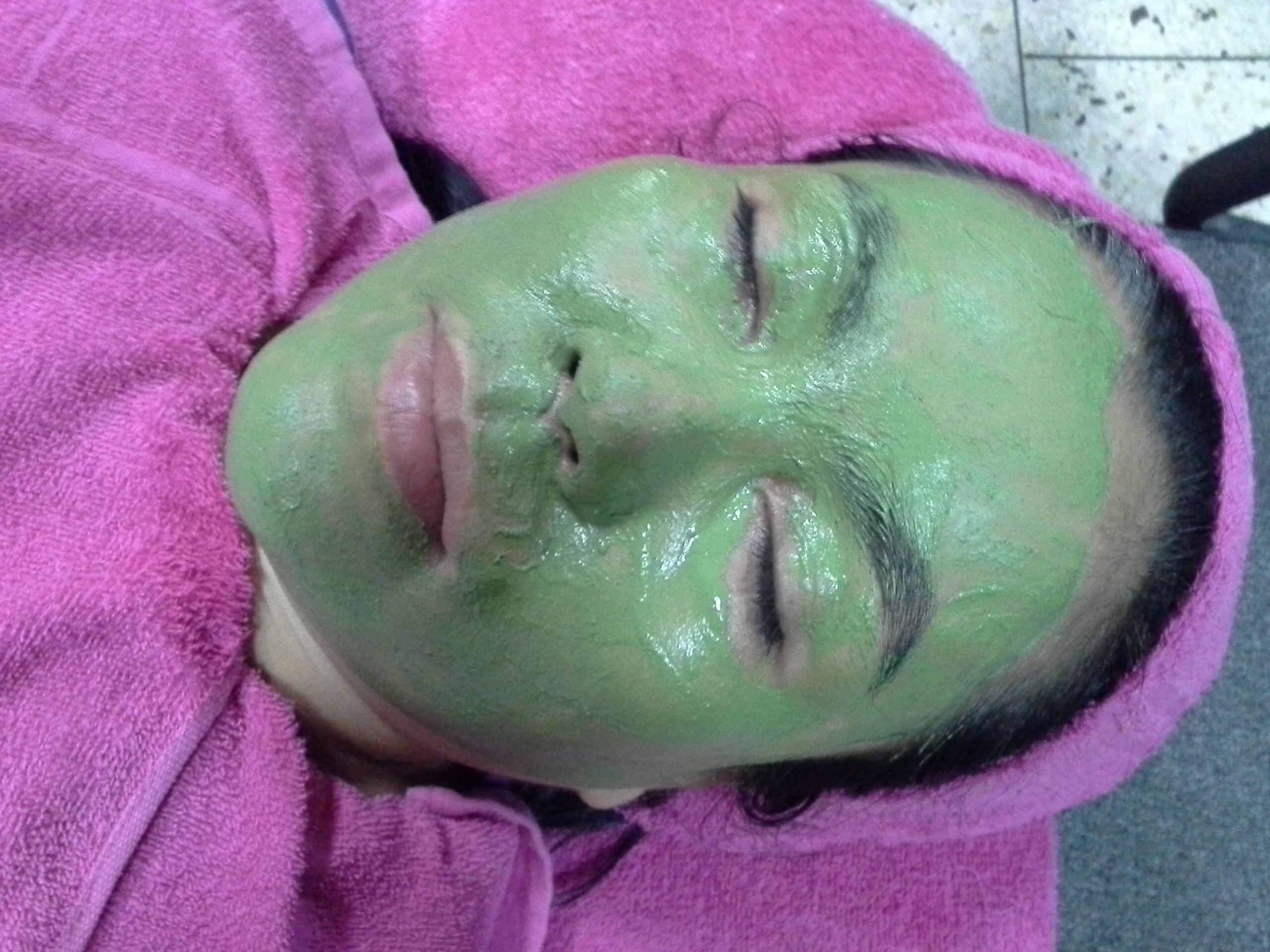 1. มาร์คเขียวสมุนไพร Rize' Acne Mask