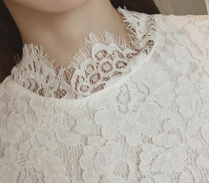 ชุดเดรสสั้นผ้าลายลูกไม้สวยๆ ชุดกระโปรงลูกไม้ออกงาน แฟชั่นสไตล์เกาหลี มีสีขาว สีดำ แขนยาว คอฉลุลูกไม้ แต่งลายดอกไม้น่ารักๆ มีซับใน ใส่สบาย ใส่ออกงานสวยเลิศมากค่ะ