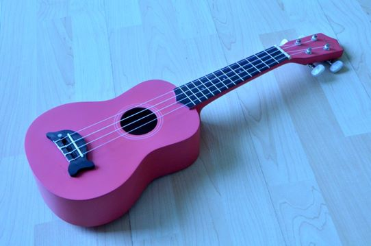 อูคูเลเลเล่ Ukulele Mild รุ่น Loma Pink Soprano