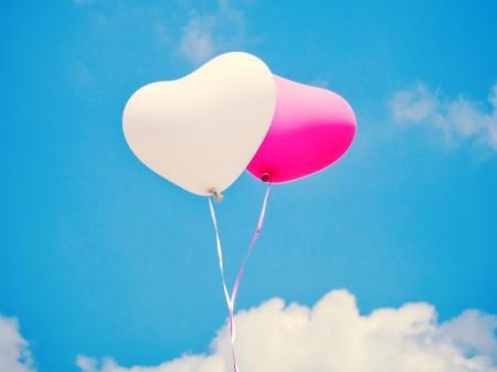 ลูกโป่งหัวใจ เนื้อสแตนดาร์ทสีขาว ไซส์ 12 นิ้ว แพ็คละ 10 ใบ (Heart Latex Balloon - White Color)