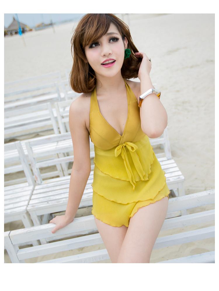 PRE ชุดว่ายน้ำ Tankini สีเหลือง สายคล้องคอ แต่งระบายหลายชั้นสวย กางเกงขาสั้น