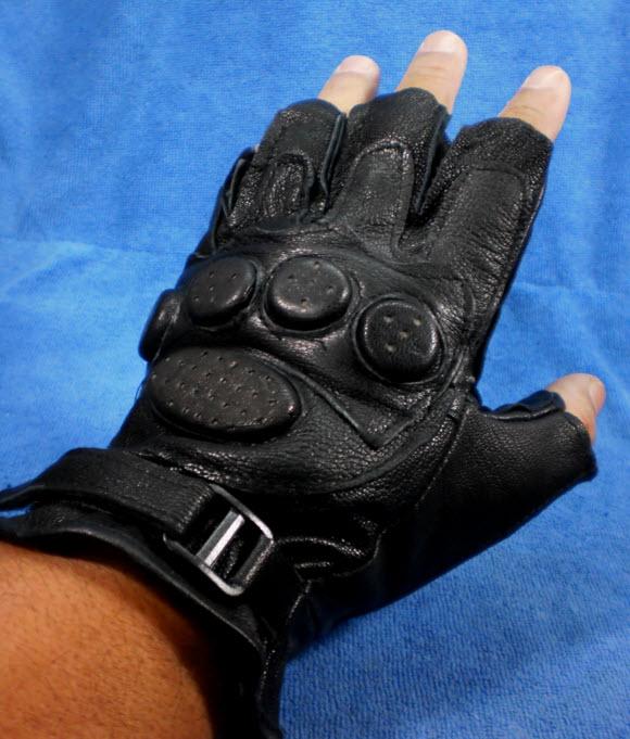 ถุงมือมอเตอร์ไซค์หนัง แบบครึ่งมือ