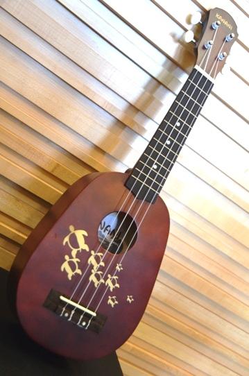 """อูคูเลเล่ Ukulele Kanani รุ่น Hawaii ทรง สับปะรด ไม้ Basswood สาย Aquila ขนาด Soprano 21"""" แถมกระเป๋า"""