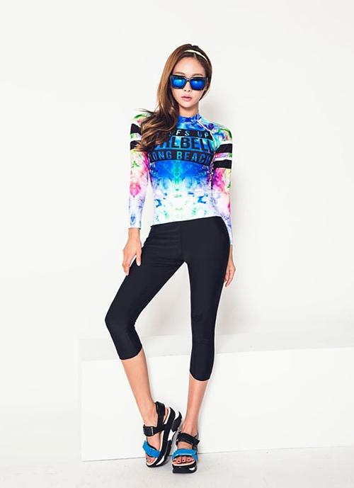 ชุดว่ายน้ำแขนยาว กางเกงสามส่วน เสื้อคัลเลอร์ฟูลสีสดใส เซ็ต 3 ชิ้น เสื้อ+บิกินี่+ขายาว