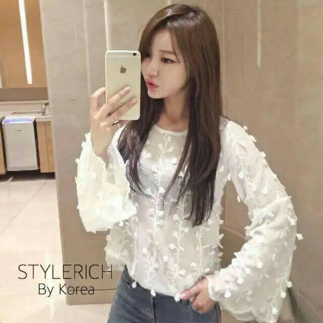 เสื้อแขนยาวสีขาวซีทรูปลายแขนบานปักดอกไม้ 3D Korea Style