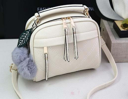 กระเป๋าถือ Pretty bag สีขาว