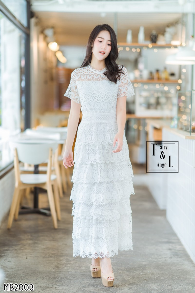ชุดเดรสยาวลูกไม้สีขาว แต่งกระโปรงชั้นสุดน่ารักๆๆ