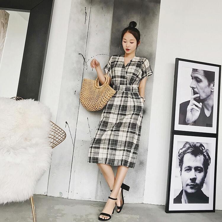 [Preorder] เดรสแฟชั่นแขนสั้นสไตล์เกาหลี ลายตารางสีขาวดำ (Cotton and linen dress 2018 summer new women's Korean version of the loose in the long paragraph art and plaid skirt women's tide)