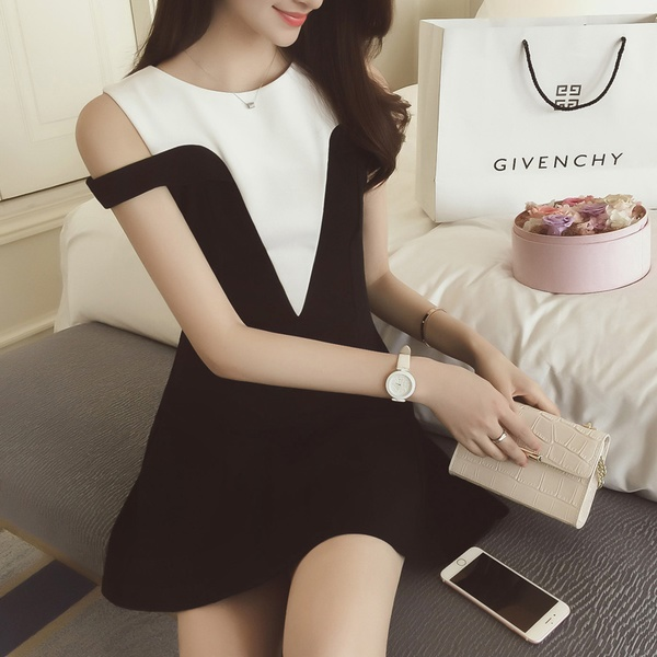 [Preorder] เดรสแฟชั่นแขนกุด Retro เดรส สีขาวดำ (ไซส์ S M L XL 2XL) Korean fashion 2016 summer new black and white hit color stitching ladies wild sexy strapless dress was thin waist