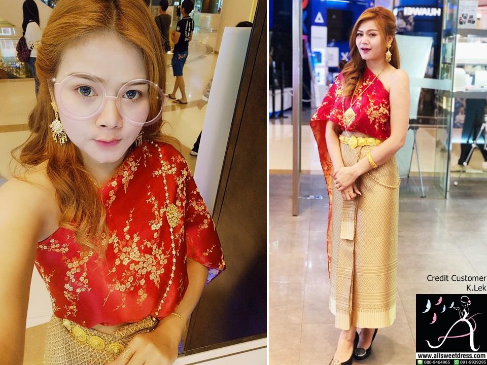 รีวิวชุดไทยสไบลายดอกไม้สีแดงสดสวยๆ ใส่กับผ้าถุงยาวสีทองจากสาวผิวขาวสวยใสที่ใช้บริการเช่าชุดไทยของ allsweetdress ฝั่งธน ไปออก event ธีมสีแดงทองค่ะ