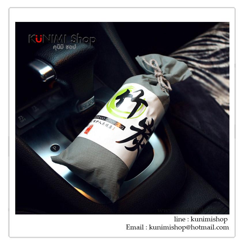 ถุงผ้าที่ดูดซับกลิ่นอับชื้นในรถยนต์ หรือ ตู้เสื้อผ้า ด้านใน บรรจุถ่านคาร์บอน ขนาดกะทัดรัด วางในของรถตรงไหนก็ได้ครับ และยังสามารถใช้ประดับในรถยนต์ได้ด้วย มี 2 สี : สีเทา สีดำ