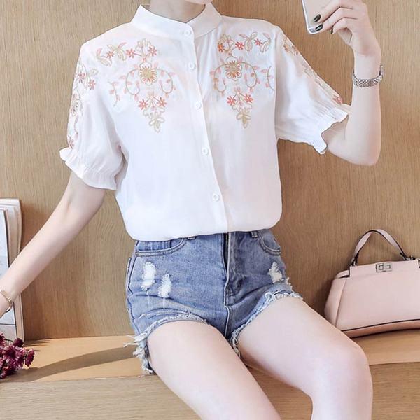 เสื้อผ้าฝ้ายปักลายดอกไม้ แขนตุ๊กตา สไตล์พร็อพ มีทัังแขนสั้นและยาว มี 2 สีคือ ขาวและน้ำเงินค่ะ
