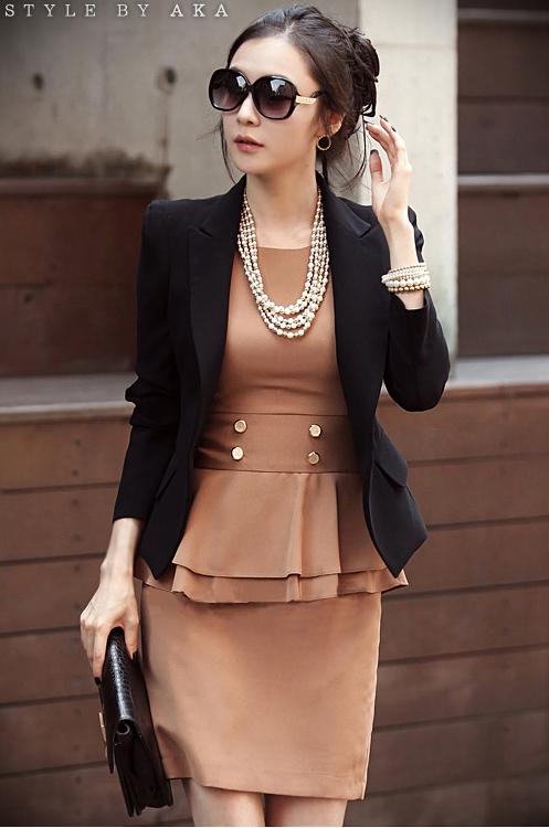 พรีออเดอร์ เสื้อสูทแฟชั่นสไตล์เกาหลี เสื้อสูทผู้หญิง สูทสั้น คอวี มีปก แขนห้าส่วน กระเป๋าข้างมีฝา กระดุมเม็ดเดียว สีดำ