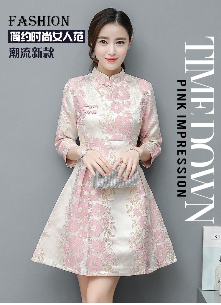 เดรสผ้าเนื้อหนาสีครีมปักดิ้นทองและดอกไม้สีชมพู คอจีน กระโปรงทรงเอ