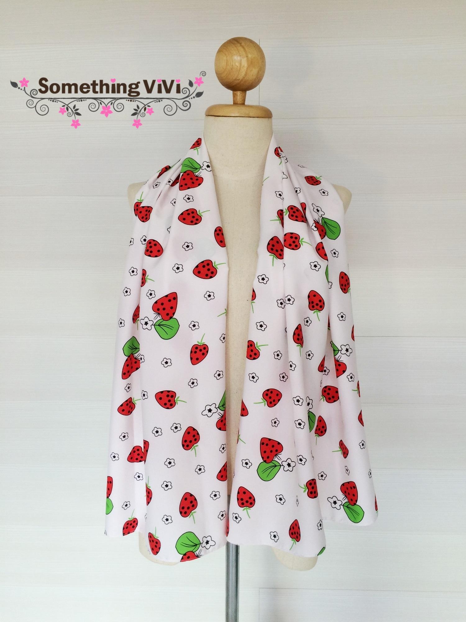 ผ้าพันคอ/ผ้าคลุมไหล่/ผ้าคลุมให้นม รุ่น Strawberry A Pois (Size M) สีตามภาพ ผ้าพันคอสีขาวตัดกับลาย Strawberry อย่างลงตัว มุ้งมิ้งน่ารักไปอีกแบบ สลับกับลายดอกไม้ประปรายทั่วผืนผ้า ลายน่ารักสดใสขนาดนี้อย่าพลาดนะคะ พร้อมกล่อง/ซองแพคเกจอย่างดี ของขวัญ/ของฝาก